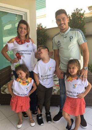"""Daniel vive com Willian e a mulher desde 2015 e já chama o palmeirense de """"papai"""""""