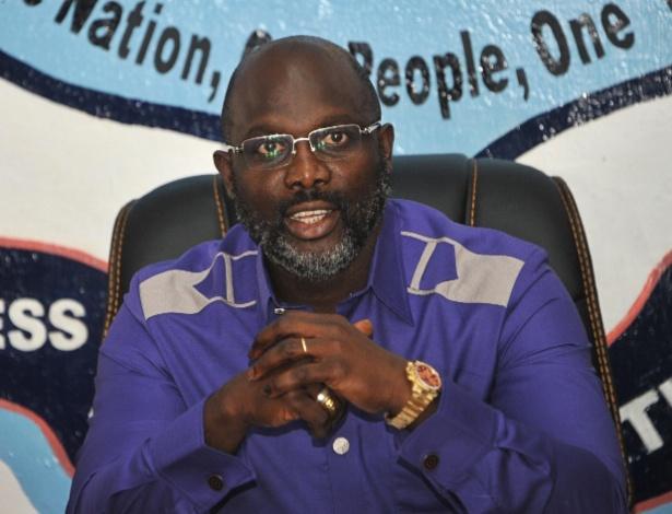 O ex-jogador George Weah foi eleito presidente da Libéria