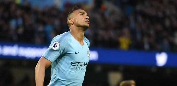 Danilo comemora gol para o Manchester City em jogo contra o Brighton & Hove  - Paul Ellis/AFP Photo