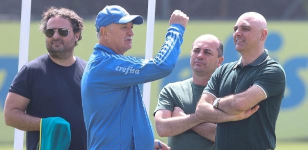 Felipão conversa com Mattos, Cícero Souza e Maurício Galiotte - Cesar Greco/Ag. Palmeiras/Divulgação