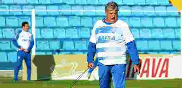 070a9e23fc Geninho faz lobby por futebol ofensivo e diz que Avaí já poderia ter ...