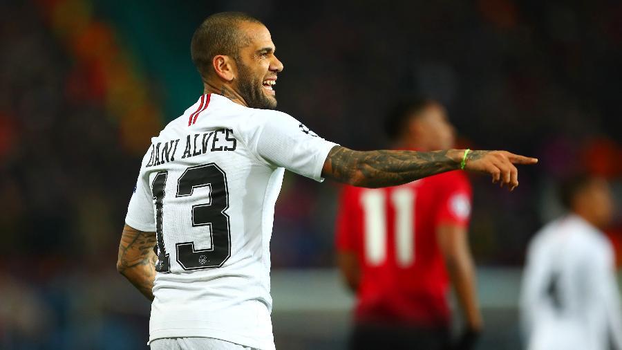 Daniel Alves marcou oito gols durante sua passagem pelo PSG - Robbie Jay Barrat/Getty Images