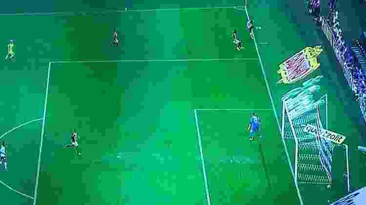 6a749c4e47 Corinthians vence São Paulo com gol sem querer e erros de arbitragem