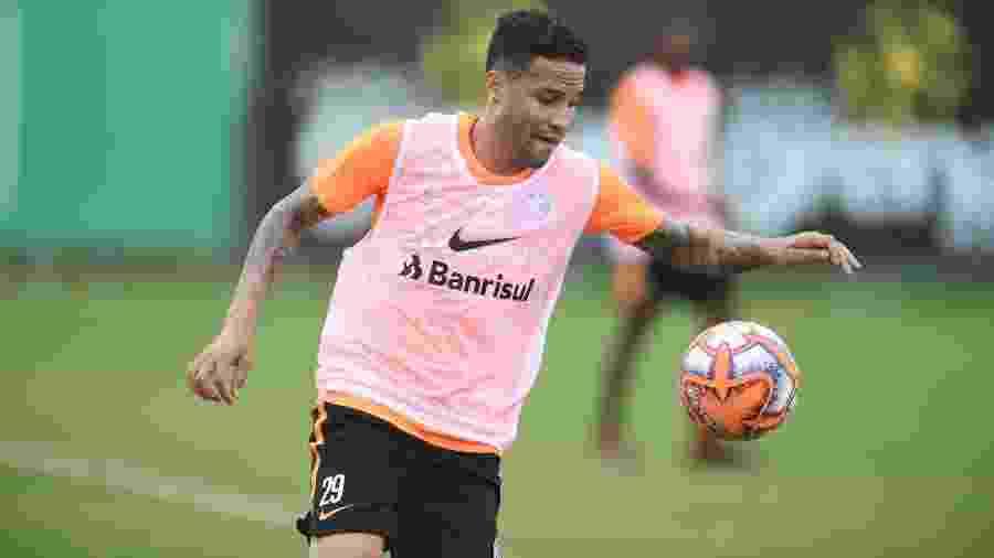 Bruno, lateral direito do Inter, durante treinamento do time em Porto Alegre - Ricardo Duarte/Inter