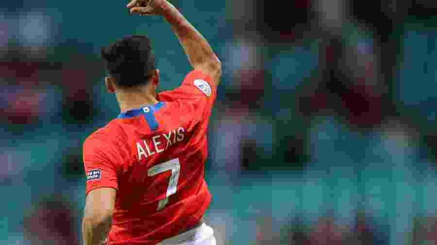 Alexis Sánchez comemora o seu gol na partida contra o Equador - Rodolfo Buhrer/Reuters