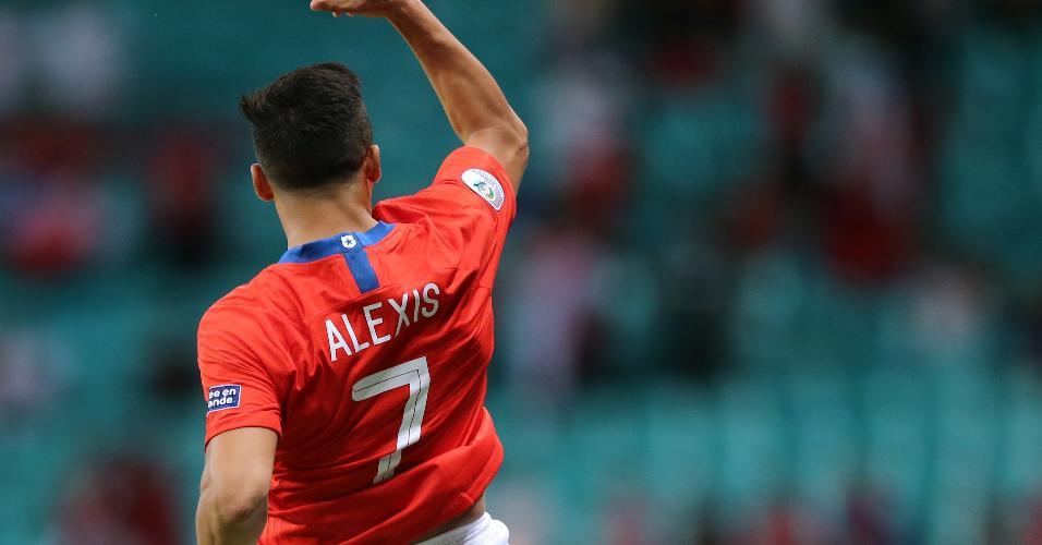Alexis Sánchez comemora o seu gol na partida entre Chile x Equador