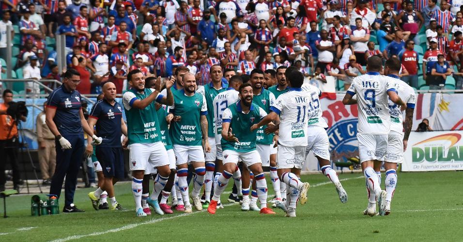 Jogadores do Fortaleza comemoram gol contra o Bahia