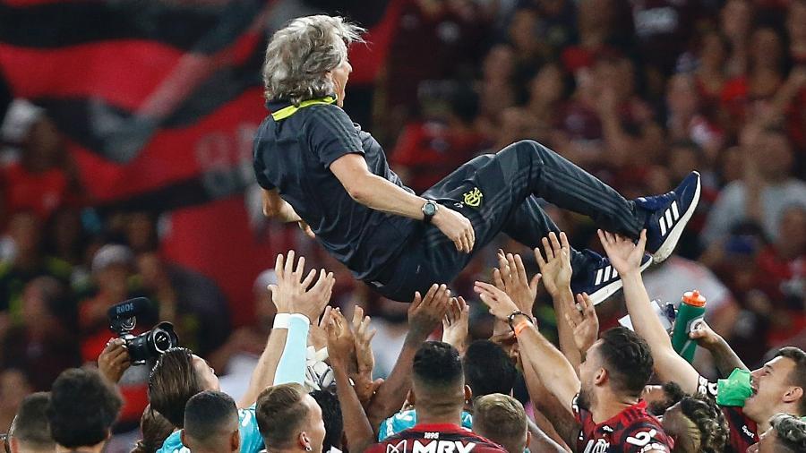 Protagonista das conquistas do Flamengo, técnico Jorge Jesus é festejado pelos atletas rubro-negros no Maracanã - Wagner Meier/Getty Images