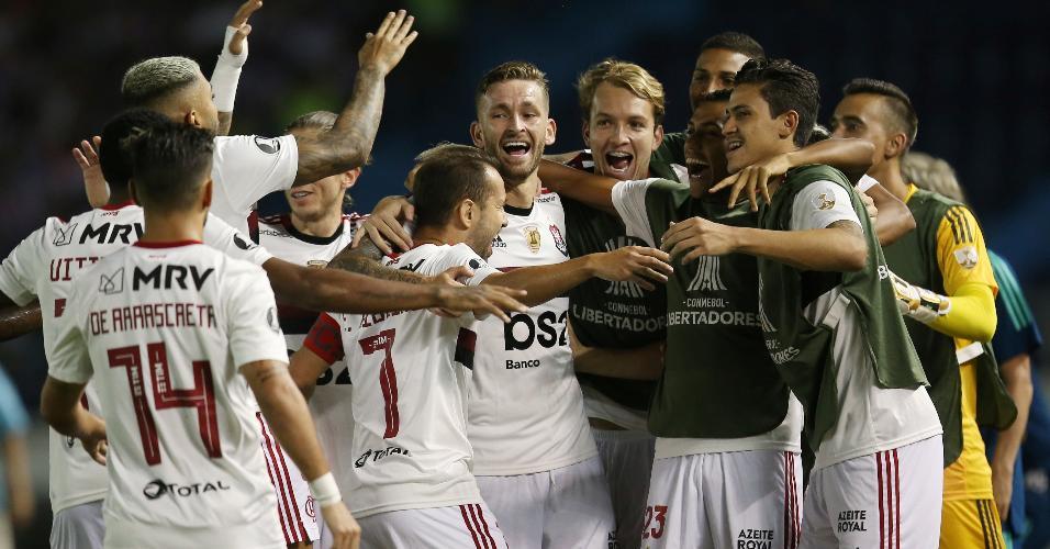 Jogadores do Flamengo comemoram gol de Everton Ribeiro contra Junior Barranquilla