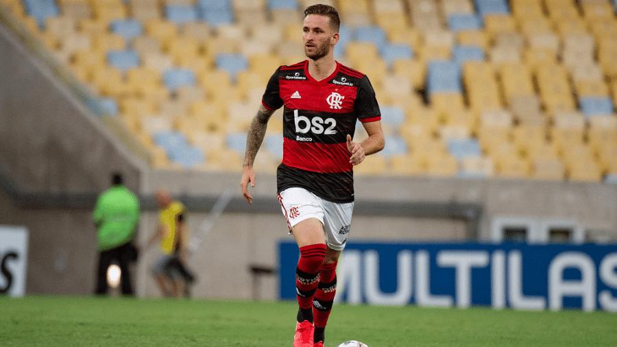 Flamengo renegocia com o Athletico-PR parcelas referentes aos direitos adquiridos de Léo Pereira