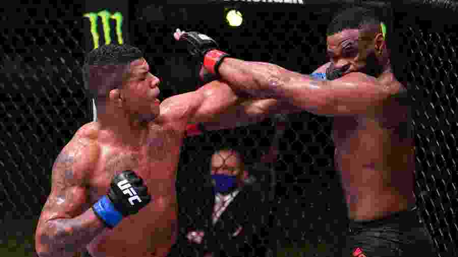 Gilbert Durinho acerta Tyron Woodley no UFC - Getty Images