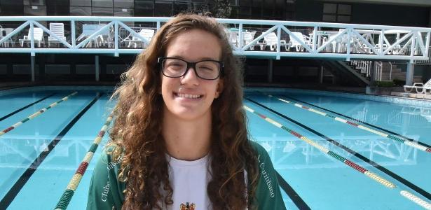 Nadadora de 16 anos completa travessia de mais de 11h e quebra recorde