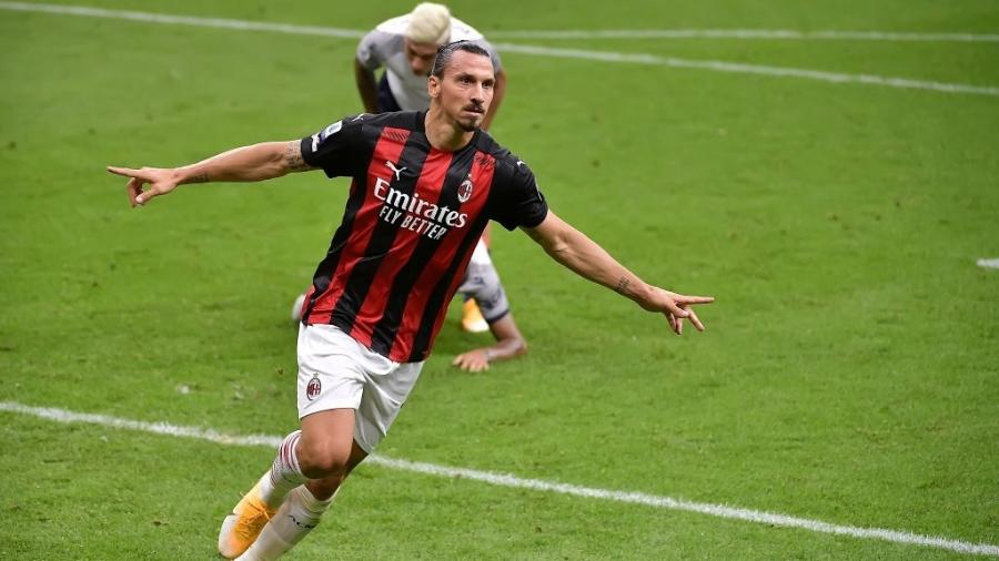 Ibrahimovic comemora gol do Milan contra o Bologna - Mattia Ozbot/Soccrates/Getty Images