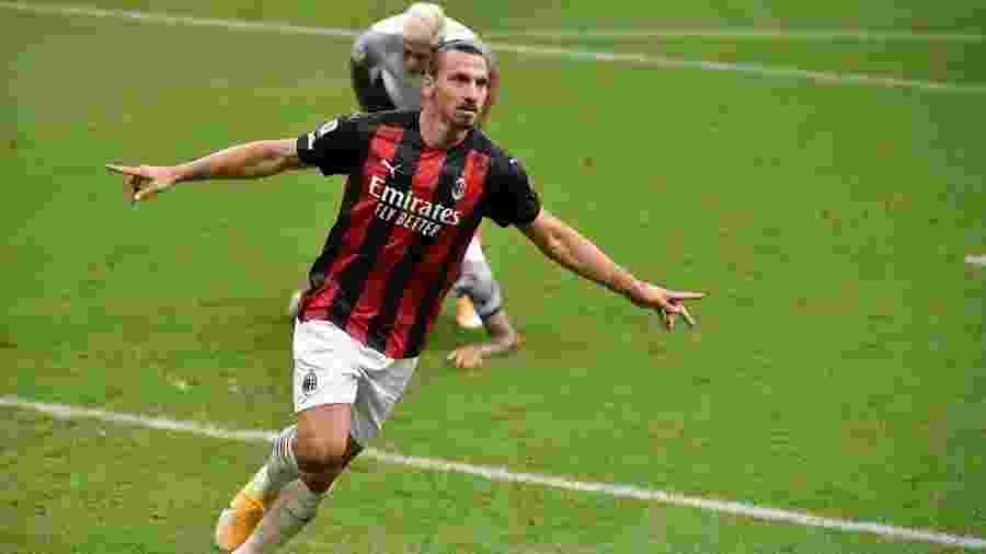 Ibrahimovic comemora gol do Milan contra o Bologna - Mattia Ozbot/Soccrates/Getty Images