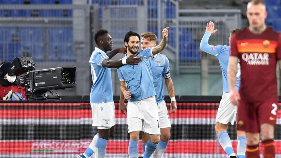 Lazio comemora gol na vitória contra a Roma, pelo Campeonato Italiano - Anadolu Agency via Getty Images