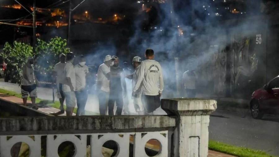 O ônibus do Santos foi apedrejado após o time vencer o São Bento e escapar do rebaixamento no Paulistão - Reprodução/Twitter/@futebol_info