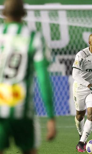 Felipe Melo, do Palmeiras, em jogo contra o Juventude, válido pelo Campeonato Brasileiro