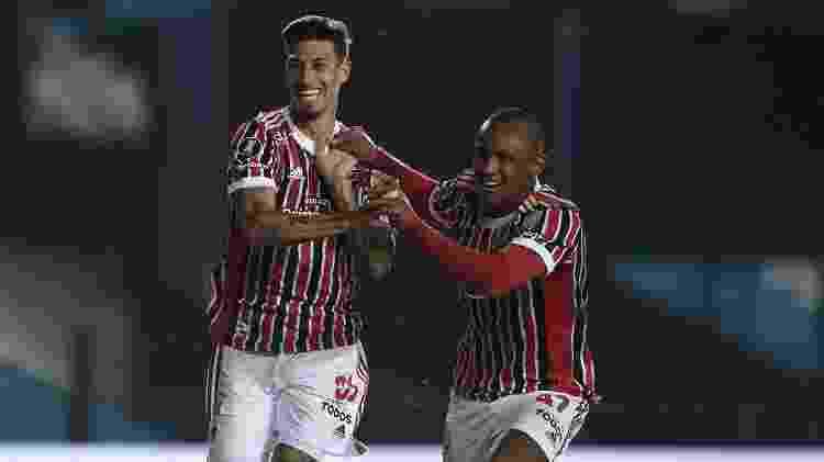 Rigoni e Marquinhos comemoram gol do São Paulo contra o Racing - Marcelo Endelli/Getty Images - Marcelo Endelli/Getty Images
