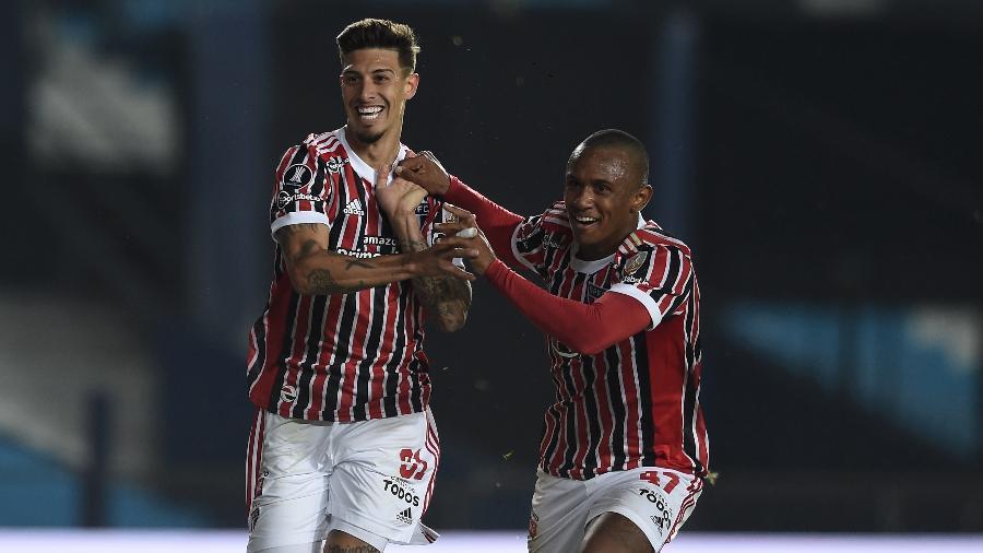 Rigoni e Marquinhos comemoram gol do São Paulo contra o Racing - Marcelo Endelli/Getty Images