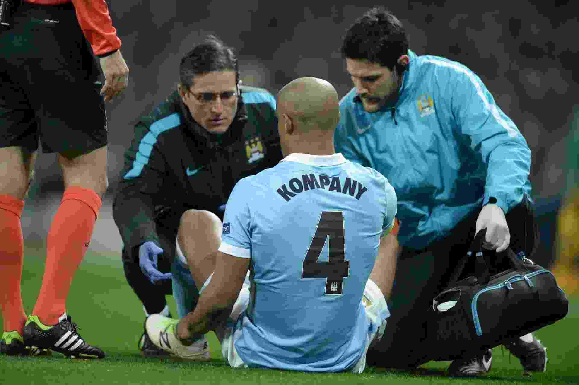 Zagueiro belga do City, Kompany saiu lesionado no começo da partida contra o Dínamo. O jogador tem tido problemas físicos recorrentes na temporada - Phil Noble / REUTERS
