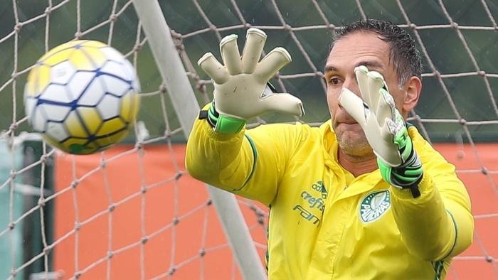 Fernando Prass voltou aos treinos nesta terça-feira (25)