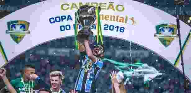 Volante será homenagem em cerimônia com Paulo Nunes, Goiano e Emerson Leão - JEFFERSON BERNARDES/AFP