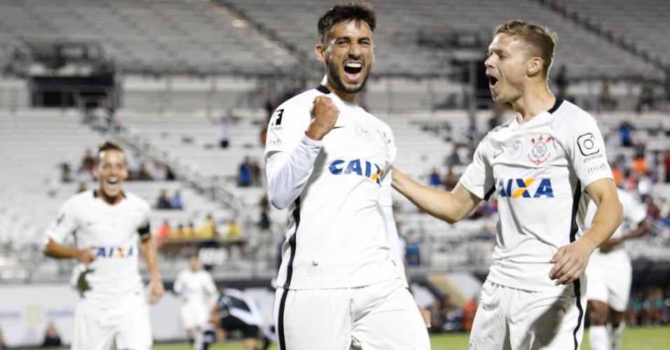 Camacho celebra gol marcado pelo Corinthians contra o Vasco