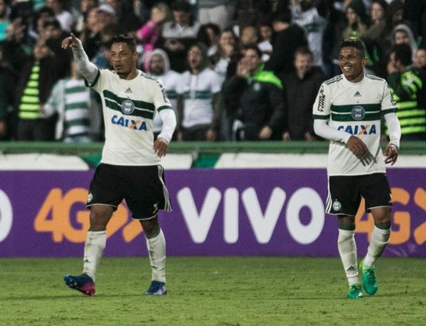 Tomas Bastos é um dos jogadores que mais arremataram a gol no Brasileirão até aqui - Cleber Yamaguchi/AGIF