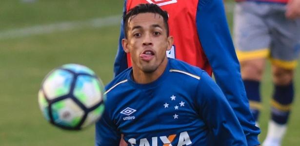 Rafinha, meia-atacante do Cruzeiro, pode se ausentar de clássico com o Atlético-MG