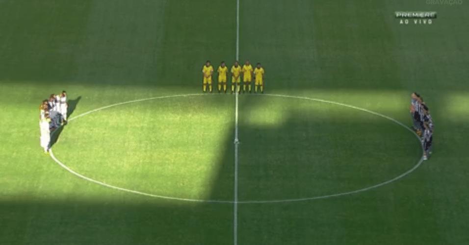 Jogadores de São Paulo e Botafogo respeitam um minuto de silêncio pela morte de João Pedro Braga