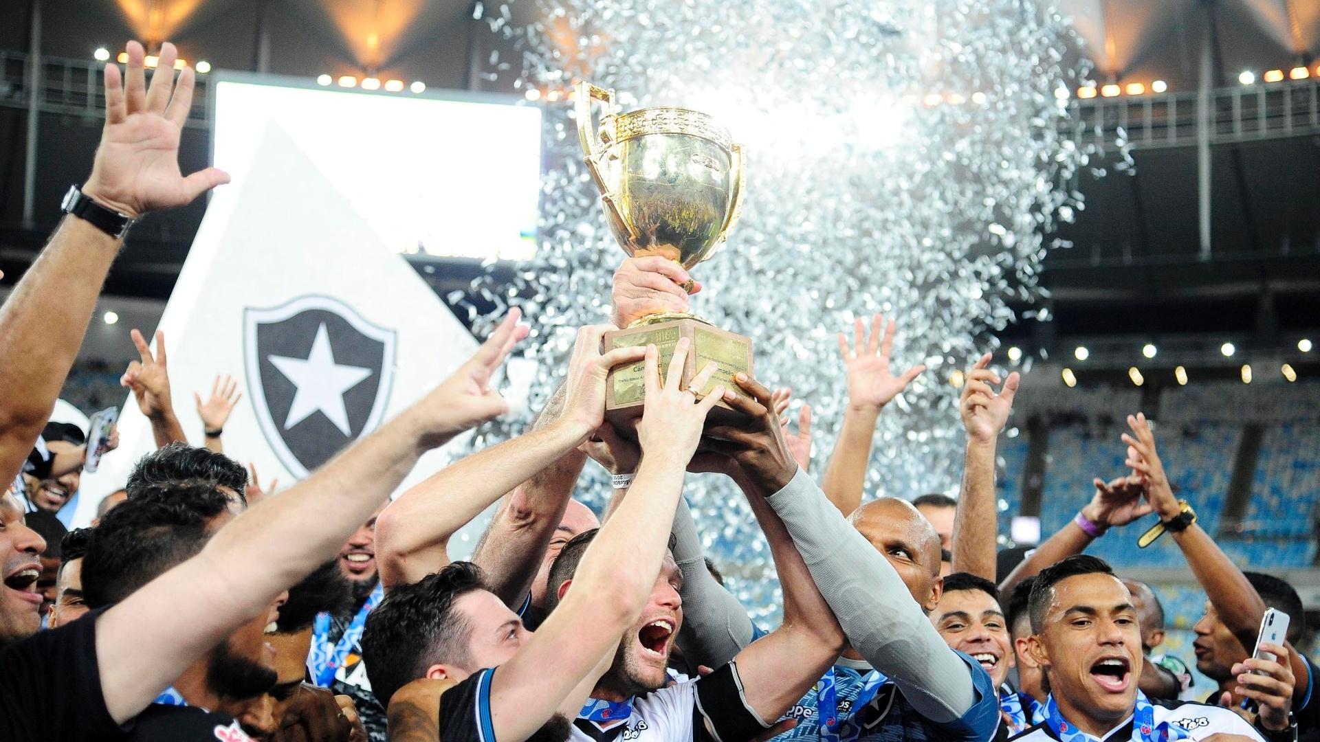 Jogadores do Botafogo comemoram a conquista do Campeonato Carioca 2018
