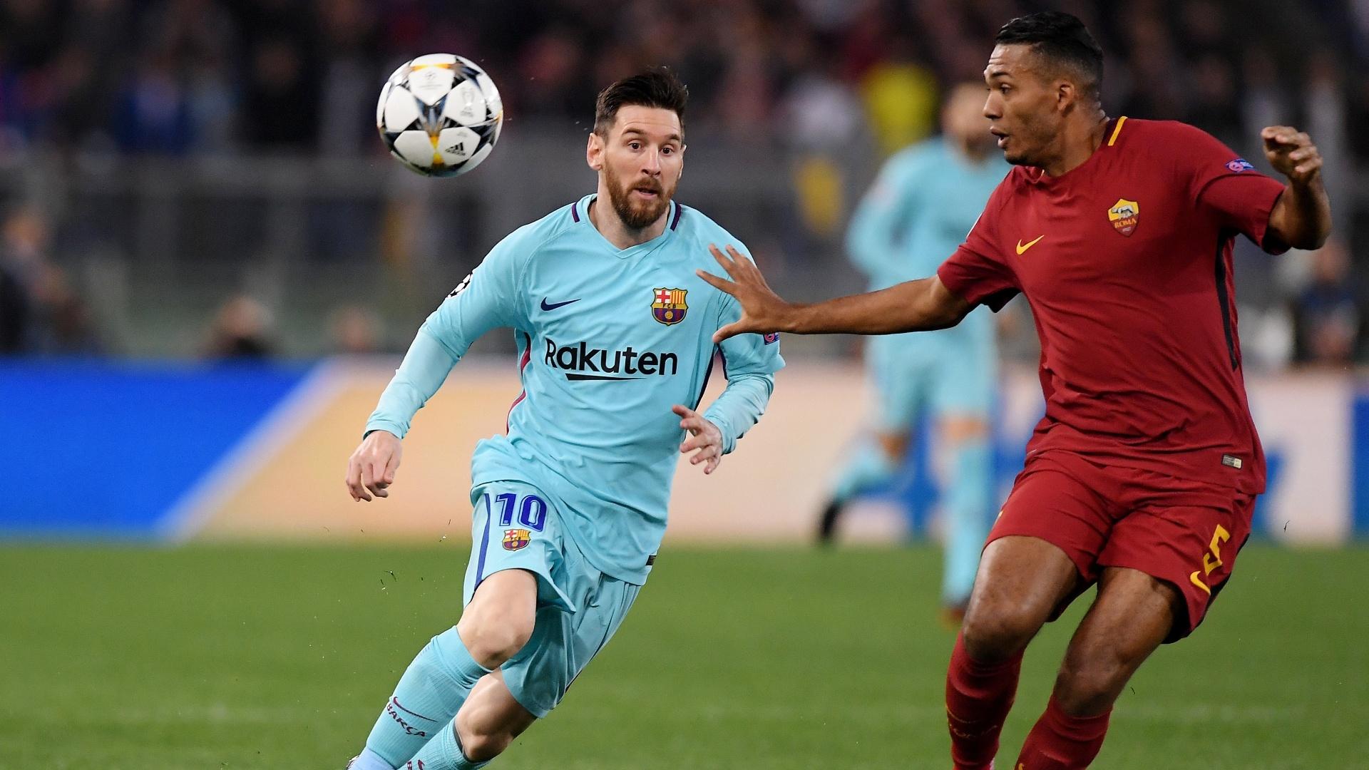 O zagueiro brasileiro Juan Jesus marca Messi no duelo entre Roma e Barcelona