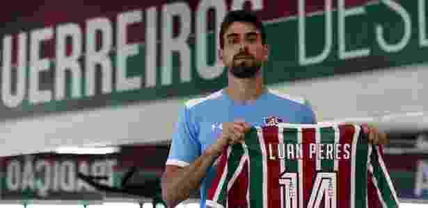 Grêmio negocia contratação de Luan Peres 63b3043dd2712