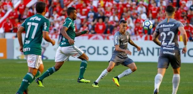 ead22089459d9 Uniformes parecidos geram reclamação em Inter e Palmeiras - 26 08 ...