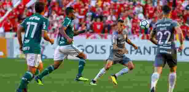 97b934b079 Uniformes parecidos geram reclamação em Inter e Palmeiras - 26 08 ...