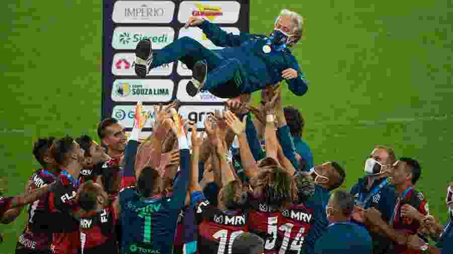Jogadores do Flamengo celebram título do Carioca com o técnico Jorge Jesus - Alexandre Vidal / Flamengo