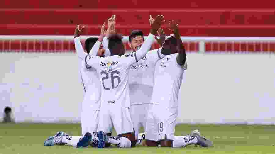 Jogadores da LDU comemoram gol de Martinez Borja contra o São Paulo, pela Copa Libertadores - José Jácome-Pool/Getty Images