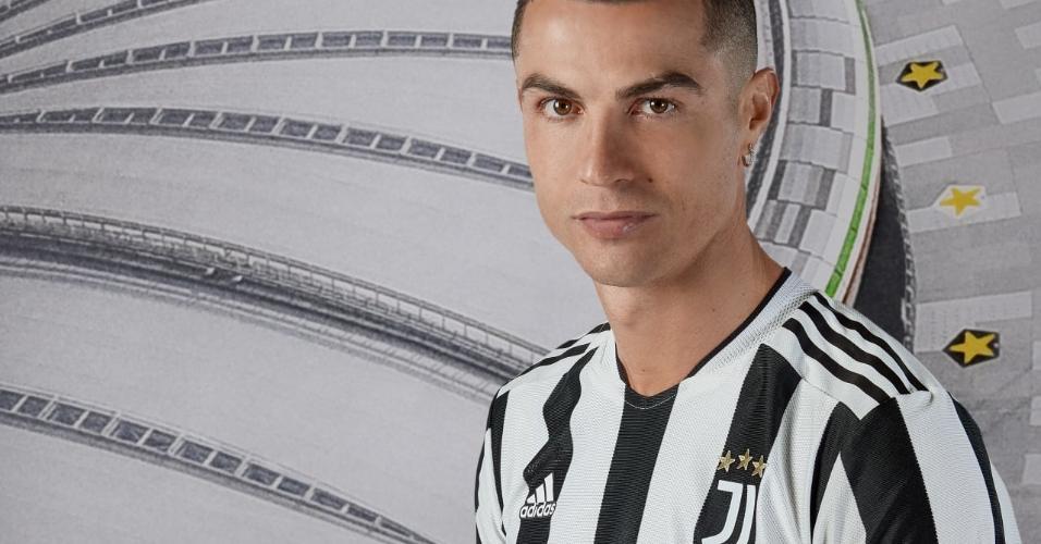 Cristiano Ronaldo com a nova camisa da Juventus