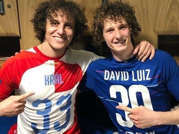 David Luiz e Alex Král são sósias