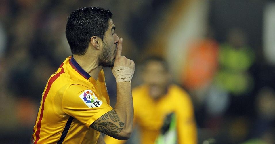 Suárez comemora o seu gol contra o Valencia pelo Campeonato Espanhol