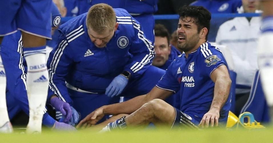 Diego Costa se contundiu durante partida do Chelsea contra o Everton. Atacante teve de ir ao hospital após o duelo