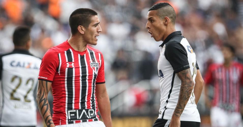 Centurion, do São Paulo, e Arana, do Corinthians, batem boca no começo do clássico na Arena