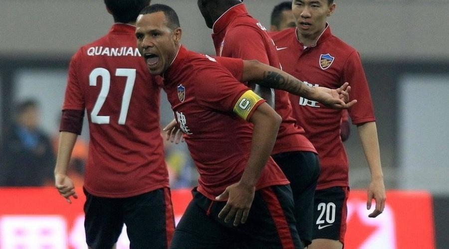 Luis Fabiano comemora gol do Tianjin Quanjian