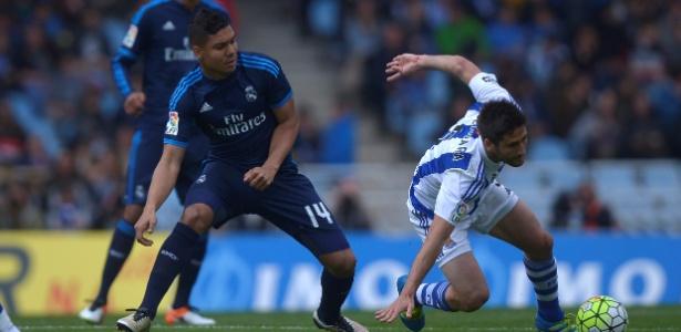 Casemiro recebeu pancada em jogo contra a Real Sociedad e preocupa Zidane