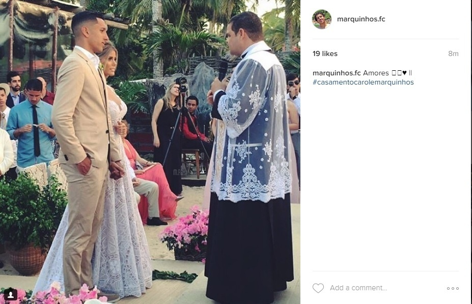 """Marquinhos e Carol Cabrino dizem """"sim"""" em cerimônia na Bahia"""