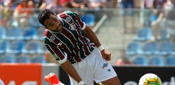 Henrique Dourado não agradou, e Fluminense segue atrás de um centroavante para 2017