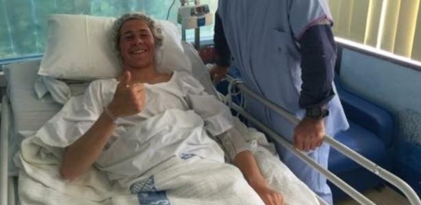 Surfista passa bem após atendimento em hospital - Reprodução / Twitter