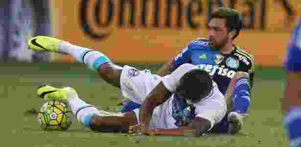 Expulsão diante do Grêmio até atrapalhou o clima no aniversário da namorada de Allione - Rubens Cavallari/Folhapress