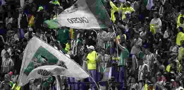 Torcida do Atlético Nacional aplaudiu o gol da Chapecoense - AFP / RAUL ARBOLEDA
