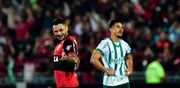 O lateral-direito Pará está confirmado no time do Flamengo que enfrenta a Chapecoense